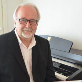 pianistisäestäjäyhteislaulujenvetäjä